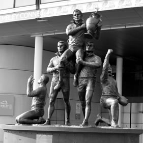 RUGBY LEAGUE LEGENDS STATUE UNVEILED AT WEMBLEY STADIUM<br />click to enlarge